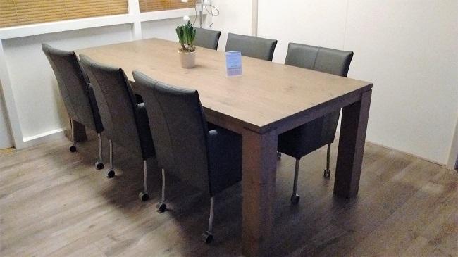 Eetkamerstoel james armleuning stoelen met wieltjes of Leren eetkamerstoelen met armleuning en wieltjes